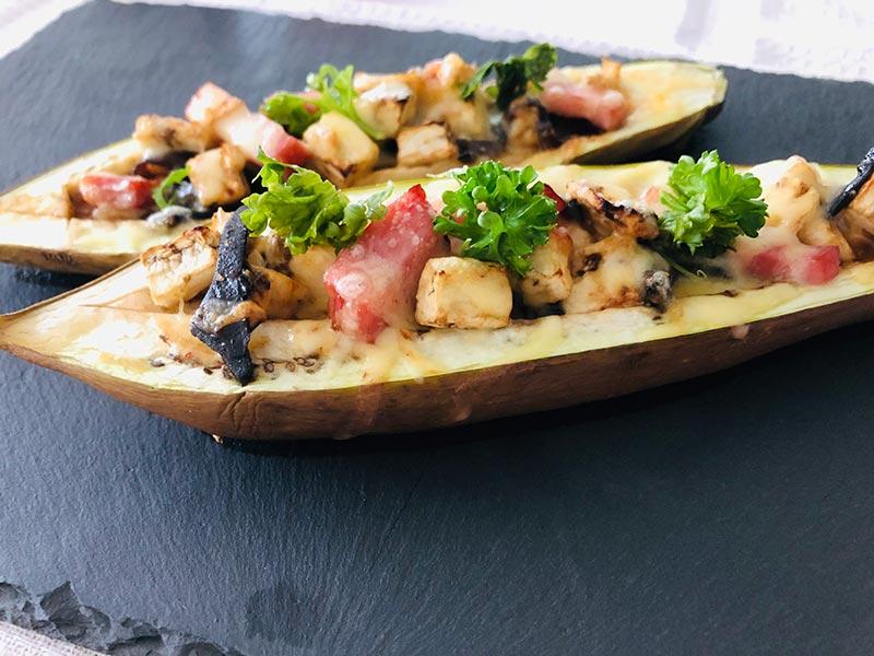 旨味がギュッ!チーズトロトロピリ辛ナスボートの簡単レシピ